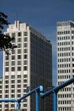 berna 06/14/2018 Ουρανοξύστες σε Potsdamer Platz Στο πρώτο πλάνο ένας μπλε σωλήνας στοκ εικόνες με δικαίωμα ελεύθερης χρήσης