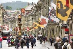 Berna, Suíça - 4 de junho de 2017: Povos no centro da cidade velho de Fotos de Stock