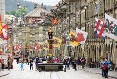 Berna, Suíça - 4 de junho de 2017: Povos no centro da cidade velho de Fotografia de Stock Royalty Free