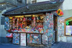 Berna, Suíça - 17 de outubro de 2017: Um grande número de crachás, m Foto de Stock Royalty Free