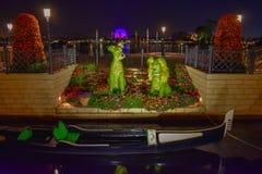 Bernard e Bianca Topiaries na flor internacional de Epcot e no festival do jardim em Walt Disney World fotos de stock