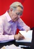 Bernard Pivot bij de Boekenbeurs 2009 van Parijs Stock Foto