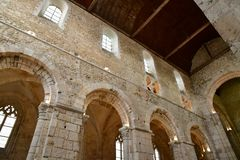 Bernay Frankrike - august 11 2016: forntida abbatial kyrka royaltyfri foto