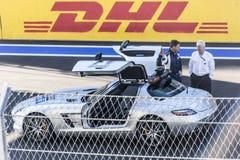 Bernd Maylander con director Charlie Whiting de la raza de la FIA La caja fuerte Foto de archivo libre de regalías