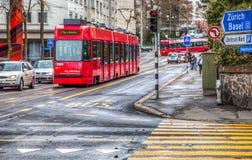 Berne, Швейцария - красный трам стоковые изображения rf