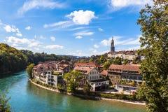 Berne gammal stad och den Aare floden Arkivbild