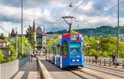 BERNE, SUISSE - 9 MAI : Soyez 4/10 tram sur Kirchenfeldbrucke dedans Photo libre de droits