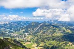 Bernese阿尔卑斯的全景视图 免版税库存照片