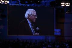 Bernie Sanders fala no fundraiser Democrática de Iowa imagem de stock