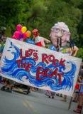 Bernie Supporters à VT 4ème de terriers de défilé de juillet Photographie stock libre de droits