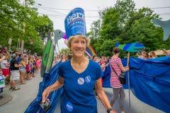 Bernie Supporters à VT 4ème de terriers de défilé de juillet Image stock