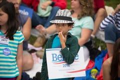 Bernie Supporters bij Konijnenveldvt vierde van Juli-Parade Stock Afbeelding