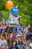 Bernie Supporters em VT 4o de Warren da parada de julho Foto de Stock Royalty Free