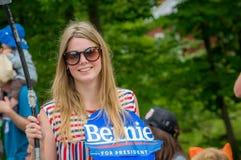 Bernie Supporters em VT 4o de Warren da parada de julho Imagem de Stock