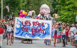 Bernie Supporters em VT 4o de Warren da parada de julho Fotos de Stock Royalty Free