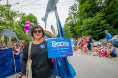 Bernie Supporters på kaningårdVT 4th Juli ståtar Arkivbilder