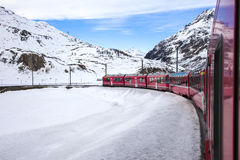 Bernina preciso, ferrovia fra l'Italia e la Svizzera Fotografia Stock Libera da Diritti