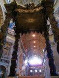 Bernini's Baldacchino,圣皮特圣徒・彼得的大教堂,罗马,意大利 库存图片