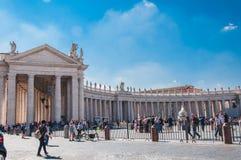 Bernini-Kolonnade in Roms Marktplatz San Pietro in Italien lizenzfreies stockbild