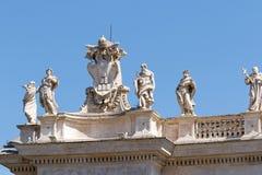 Bernini rzeźby na górze kolumnady zdjęcie stock