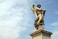 Bernini ` s anioł wzdłuż Świętego anioła mosta w Rzym fotografia stock