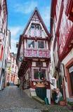 Bernkastel-Kues,德国- 2012年12月31日:老装饰的房子在Bernkastel-Kues,德国的历史的中心 库存图片