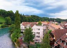 Bernstadslandskap med den Aare flod- och husschweizaren Royaltyfria Foton