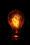 Bernsteinfarbige Edison-Glühlampe stockbild