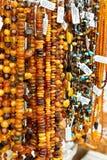 Bernsteinfarbige Perlen Stockbilder