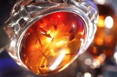Bernsteinfarbiges Armband lizenzfreie stockfotos