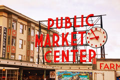 Beroemd de marktteken van de Snoekenplaats in Seattle Royalty-vrije Stock Fotografie