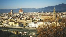Beroemd Di Santa Maria del Fiore, het oriëntatiepunt van de grote stad, Italië van Florence Cathedral of Cattedrale- stock videobeelden