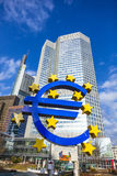 Beroemd euro teken in Frankfurt Royalty-vrije Stock Foto