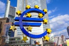Beroemd euro teken in Frankfurt Stock Afbeelding
