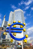 Beroemd euro teken in Frankfurt Royalty-vrije Stock Afbeeldingen
