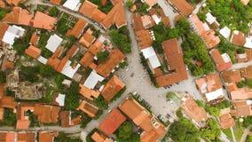 Beroemd hoofdvierkant van David in de kleinste stad in Georgië, luchtmening, reis stock videobeelden