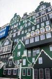 Beroemd hotel in Zandaam stock foto's