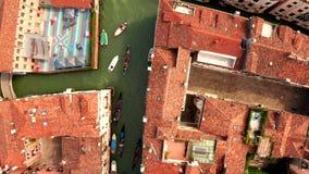Beroemd Kanaal Grande en beroemde Rialto-Brug stock videobeelden