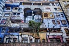 Beroemd kleurrijk Hundertwasser-huis in Wenen stock afbeelding