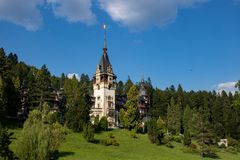 Beroemd Peles-kasteel in Roemenië royalty-vrije stock afbeeldingen