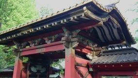 Beroemd Shinto-Heiligdom in Tokyo - Nezu Jinja in Bunkyo stock video