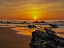 Beroemd strand: praia do guincho in Portugal stock foto