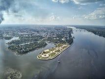 Beroemd Strelka-park in plaats van samenloop van de rivieren van Kotorosl en Volga in Yaroslavl, Rusland royalty-vrije stock afbeeldingen