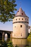 Beroemde Broel-toren bij Leie-rivier, Kortrijk, Vlaanderen, België stock fotografie
