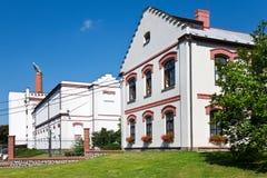 beroemde brouwerij Velkopopovicky Kozel van 16de cent , dorp Velke Popovice, Tsjechische republiek De bezoekers centreren met bie Royalty-vrije Stock Fotografie