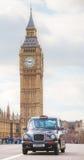 Beroemde cabine op een straat in Londen Royalty-vrije Stock Afbeeldingen