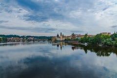 Beroemde Charles-brug in Praag Stock Foto's