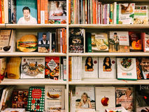 Beroemde Cook Recipe Books For Verkoop in BibliotheekBoekhandel Stock Foto