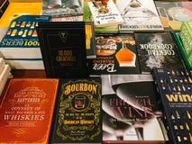 Beroemde Cook Recipe Books For Verkoop in BibliotheekBoekhandel Stock Foto's