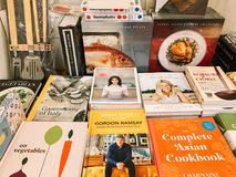 Beroemde Cook Recipe Books For Verkoop in BibliotheekBoekhandel Stock Afbeeldingen
